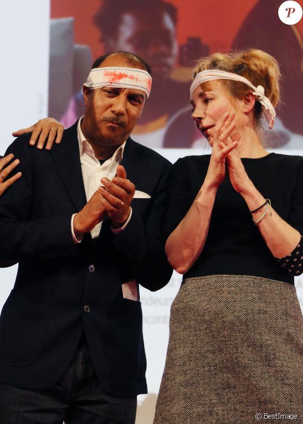 Les membres du jury Fiction: Pascal Legitimus et Julie Depardieu sont arrivés avec des faux bandages, faux pansements, fausses attelles, béquilles et du coton avec du faux sang pour mettre en scène de fausses disputes pendant les délibérations - Clôture du 20ème anniversaire du Festival des Créations Télévisuelles de Luchon, France, le 10 février 2018. © Patrick Bernard/Bestimage
