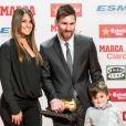 Lionel Messi, sa femme Antonella Roccuzzo et leur fils Thiago le 24 novembre 2017 à Barcelone lors de la cérémonie du Golden Shoe Award récompensant le meilleur buteur des championnats européens.