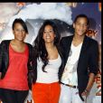 """Amel Bent et son frère et sa soeur à l'avant-première du film """"Happy Feet 2"""" au Gaumont Opéra à Paris le 4 décembre 2011."""