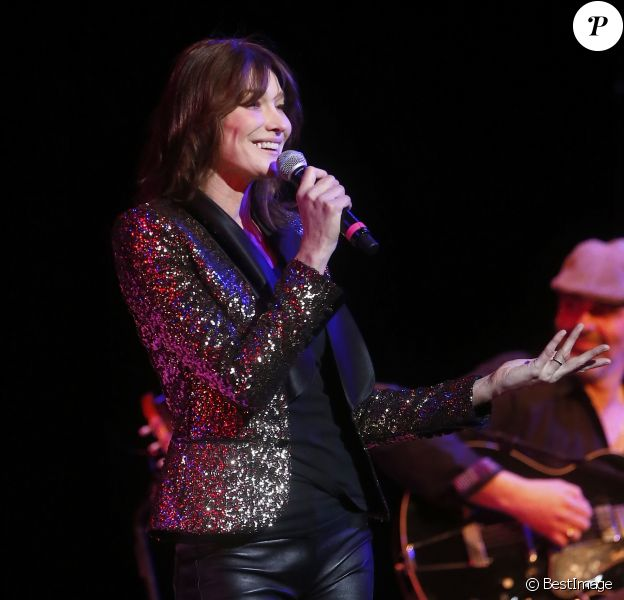 "Semi-Exclusif - Carla Bruni-Sarkozy fait la promotion de son nouvel album ""French Touch"" lors d'un concert au Town Hall à New York, le 16 février 2018. © Charles Guerin/Bestimage USA"
