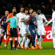 Neymar entouré des joueurs de l'OM lors du match de Ligue 1 PSG - OM (3-0), à Paris le 25 février 2018.