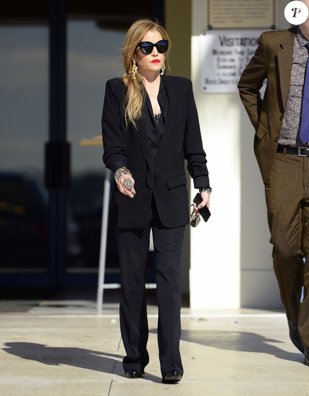 Exclusif - Lisa Marie Presley, en compagnie de Billy Corgan, assiste aux obsèques de son grand-père Joseph Beaulieu à Los Angeles le 14 janvier 20118.
