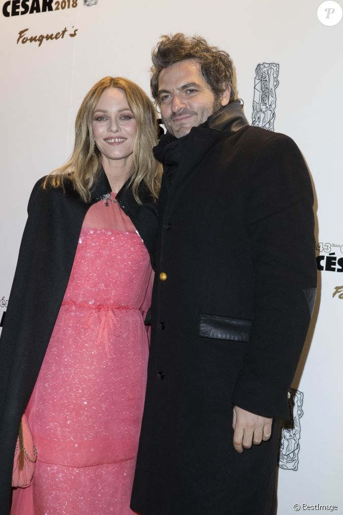 vanessa paradis matthieu chedid le chanteur m d ner de la c r monie des c sar au fouquet 39 s. Black Bedroom Furniture Sets. Home Design Ideas