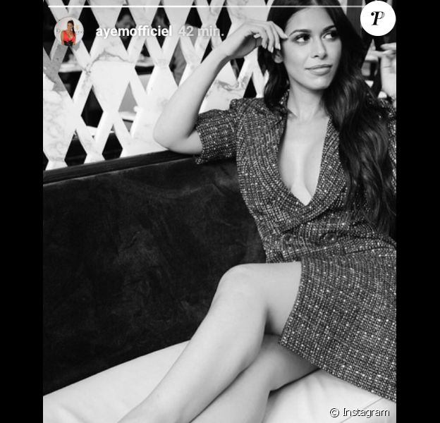 Ayem Nour sexy en escarpins, le 5 mars 2018.