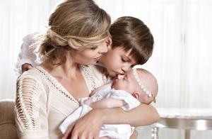 Sylvie Tellier enceinte et élégante : Elle dévoile son baby bump bien arrondi