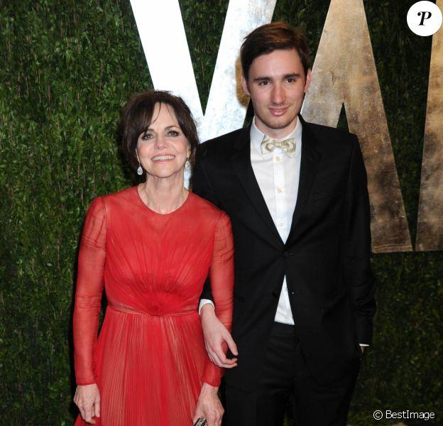 Sally Field et Sam Greisman - Vanity Fair Oscar Party à Hollywood le 25 février 2013.