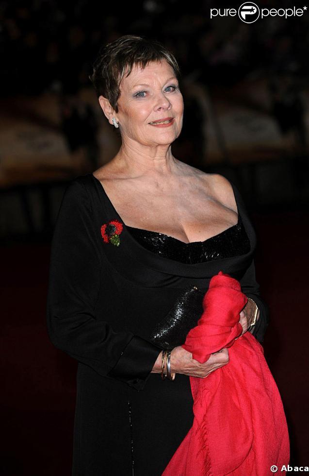 Judi Dench qui est sur scène à Londres pour la pièce Madame de Sade en mars 2009