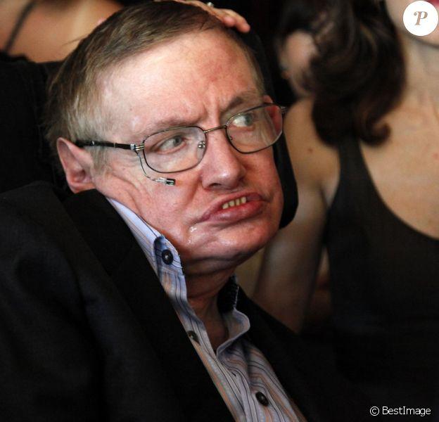 Stephen Hawking au Gala d'ouverture du Festival mondial des sciences 2010, au Alice Tully Hall du Lincoln Center à New York. 14 mars 2018.