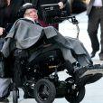 """Stephen Hawking est allé déjeuner au restaurant """"TribeCa Grill"""" à New York, le 12 avril 2016."""