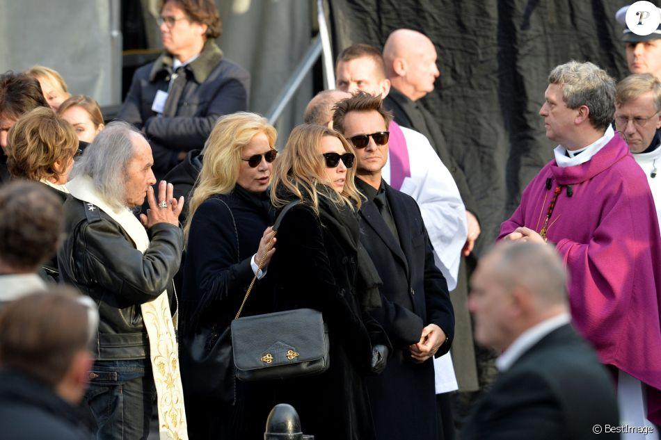 Sylvie Vartan, Laura Smet, David Hallyday - Sorties de l'église de la Madeleine après les obsèques de Johnny Hallyday à Paris le 9 décembre 2017. © Veeren / Bestimage