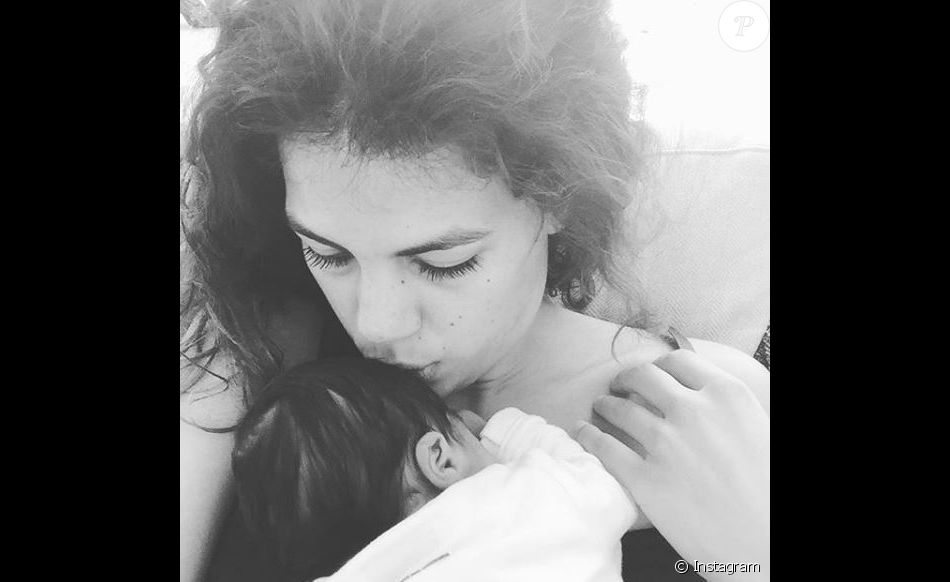 Noura El Shwekh avec son fils Sugar. Instagram, le 30 mars 2017.
