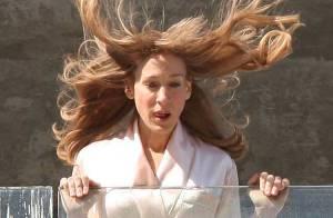 Quand Sarah Jessica Parker fait de l'escalade en peignoir... C'est très sexy ! Regardez !