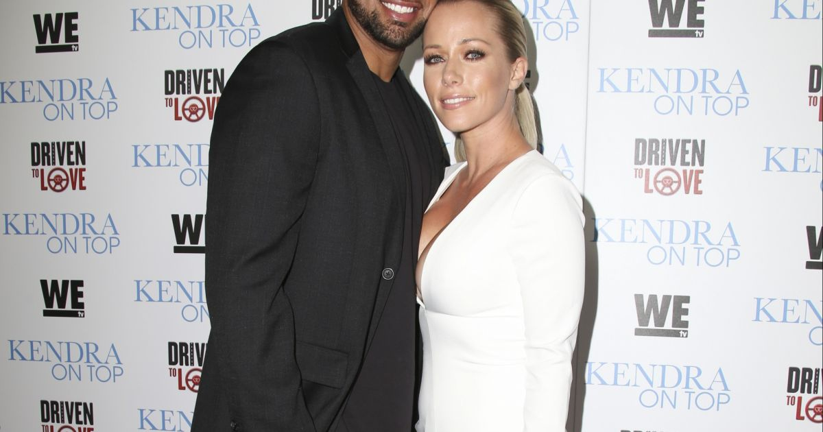 kendra wilkinson l 39 ex playmate compte divorcer purepeople. Black Bedroom Furniture Sets. Home Design Ideas