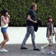 Johnny Hallyday avec sa femme Laeticia, leurs enfants Jade et Joy, à Los Angeles, le 25 mars 2017.