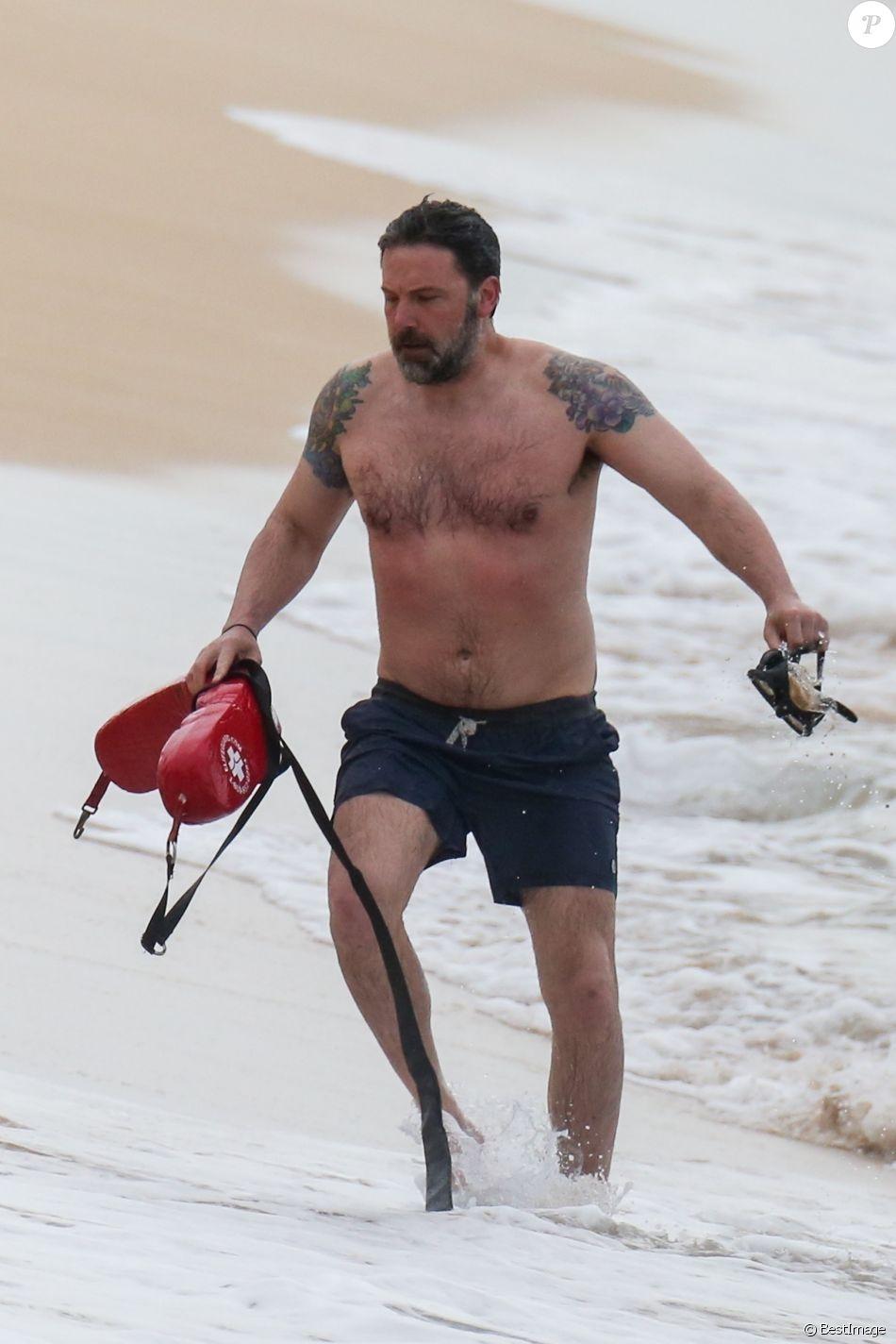 """Exclusif - Ben Affleck sur le tournage de """"Triple Frontier"""" produit par Netflix sur une plage de Honolulu."""