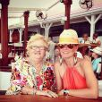 """Elyette Boudou surnommée """"Mamie Rock"""", avec sa petite-fille Laeticia Hallyday sur Instagram le 27 juillet 2014."""