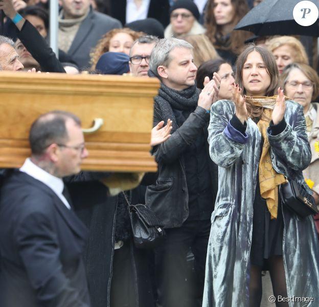 Izïa Higelin lors des obsèques de Jacques Higelin au cimetière du Père Lachaise à Paris le 12 avril 2018.