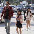 Johnny Hallyday avec sa femme Laeticia, leurs filles Jade et Joy, à Santa Monica, le 1er avril 2017.