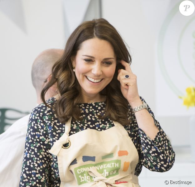 La duchesse Catherine de Cambridge à Londres le 22 mars 2018 lors de son dernier engagement officiel avant son départ en congé maternité pour la naissance de son troisième enfant avec le prince William.