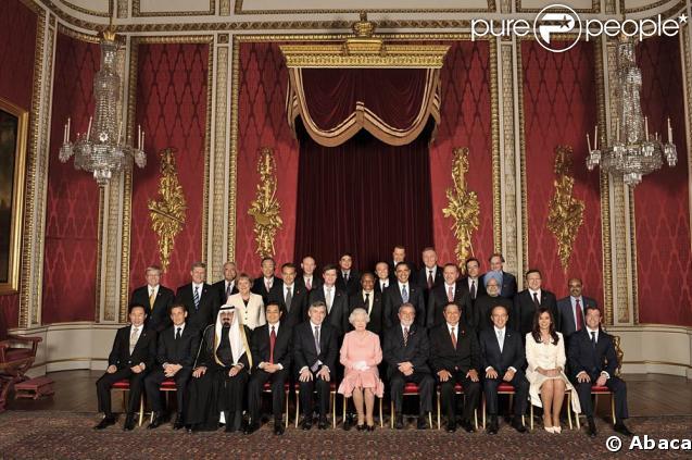G20 de Londres, 1er avril 2009 : les représentants politiques posent dans la salle du trône de Buckingham Palace
