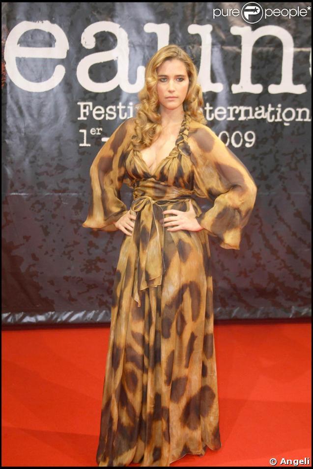 Vahina Giocante, superbe sur le tapis rouge, le 2 avril 2009, lors de la première édition du Festival du Film Policier de Beaune.