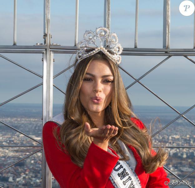 Miss Univers 2017, Demi-Leigh Nel-Peters, pose pour les photographes en haut de l'Empire State Building à New York, le 28 novembre 2017 © Bryan Smith via Zuma/Bestimage