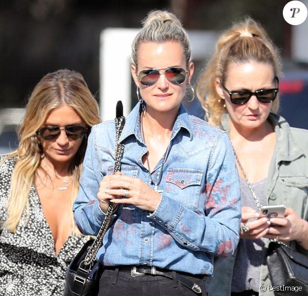 Christina, Laeticia Hallyday, Yaël Abrot - Laeticia Hallyday et ses amies vont déjeuner au Country Market de Brentwood le 8 mai 2018.