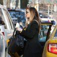 Exclusif - Georgina Chapman, pour la première fois depuis que le scandale de harcèlement sexuel avec son ex-mari a éclaté, se promène dans les rues de New York. Le 16 mars 2018