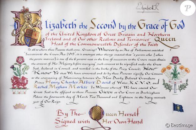 Le document du consentement formel de la reine Elizabeth II pour le mariage du prince Harry et de Meghan Markle a été révélé le 12 mai 2018 à Buckingham Palace, à Londres, une semaine jour pour jour avant la cérémonie.
