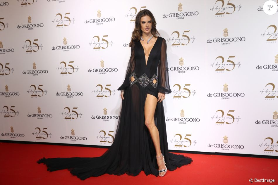 Alessandra Ambrosio lors du photocall de la soirée du 25ème anniversaire de De Grisogono en marge du 71ème festival international du film de Cannes à Antibes le 15 mai 2018 © Borde / Jacovides / Moreau / Bestimage Photocall - De Grisogono party for their 25th anniversary in Antibes a part of 71th Cannes film festival on May 15th 201815/05/2018 - Antinbes