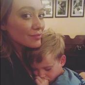 """Hilary Duff : Son fils effrayé, elle dénonce son """"co**ard"""" de voisin !"""