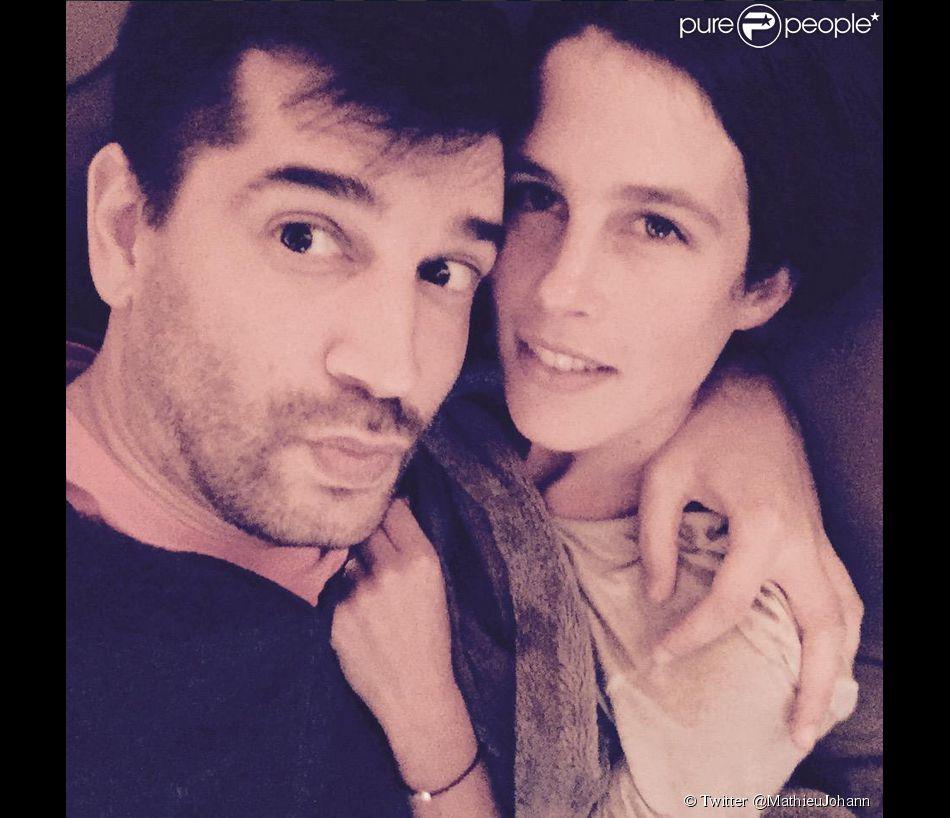 Mathieu Johann et Clémence Castel, amoureux, posent pour la première fois ensemble sur les réseaux sociaux, le vendredi 22 mai 2015.