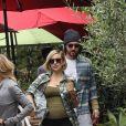 Kate Hudson enceinte est allée faire du shopping avec son compagnon Danny Fujikawa et sa mère Goldie Hawn à Brentwood, le 20 mai 2018.