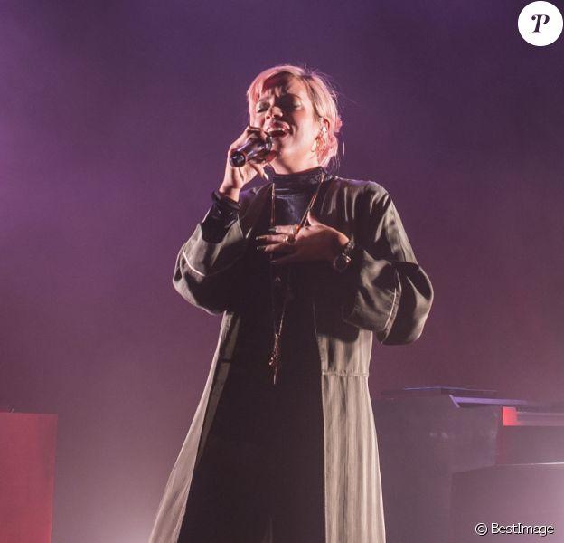 Lily Allen en concert au Knust à Hambourg, le 5 avril 2018.