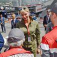 La princesse Charlene de Monaco - Le prince Albert II de Monaco et la princesse Charlene arrivent dans les paddocks pour aller saluer les différentes équipes de la Croix Rouges présentent sur le circuit lors du 73 ème Grand Prix de Formule 1 de Monaco, le 26 mai 2018. © Bruno Bébert/Bestimage