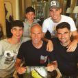 Zinedine Zidane entouré de ses quatre fils (Theo, Elyaz, Luca et Enzo) pour son 45e anniversaire célébré en Grèce. Photo publiée sur Instagram en juin 2017.