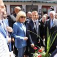 Le président de la République française Emmanuel Macron, sa femme la Première Dame Brigitte Macron, le Premier ministre du Québec Philippe Couillard et sa femme Suzanne Pilote déambulent dans les rues du Vieux-Montréal, Québec, Canada, le 7 juin 2018, la veille du sommet du G7.