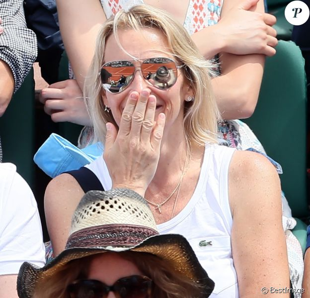 Estelle Lefébure et Gilles Bouleau - People dans les tribunes des Internationaux de France de Tennis de Roland Garros à Paris. Le 8 juin 2018 © Cyril Moreau / Bestimage