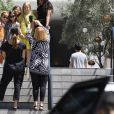Exclusif - Jessica Alba et ses filles Honor Marie et Haven Garner se retrouvent avec des amis pour une journée de filles à Beverly Hills. Le groupe a fait une pause pour prendre des photos avant de déjeuner. Beverly Hills le 9 juin 2018.