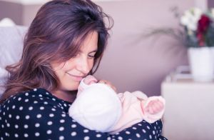 Laetitia Milot maman comblée : Balade en famille avec sa fille Lyana