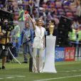 Natalia Vodianova et Iker Casillas presentent le trophée de la Coupe du Monde et sa malle de voyage Louis Vuitton - Cérémonie d'ouverture de la Coupe du Monde de football 2018 au complexe olympique Loujniki à Moscou, le 14 juin 2018.