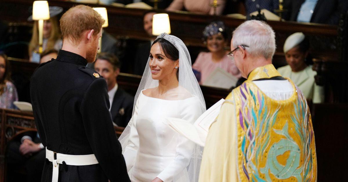 Le prince harry et meghan markle en robe de mari e for Code de robe de mariage de palais de justice