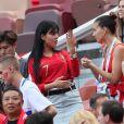 Exclusif - Georgina Rodriguez , la compagne de Cristiano Ronaldo, montre sa bague avec un gros diamant à une amie dans les tribunes du match Portugal / Maroc lors du mondial 2018 en Russie à Moscou le 20 juin 2018. © Cyril Moreau / Bestimage