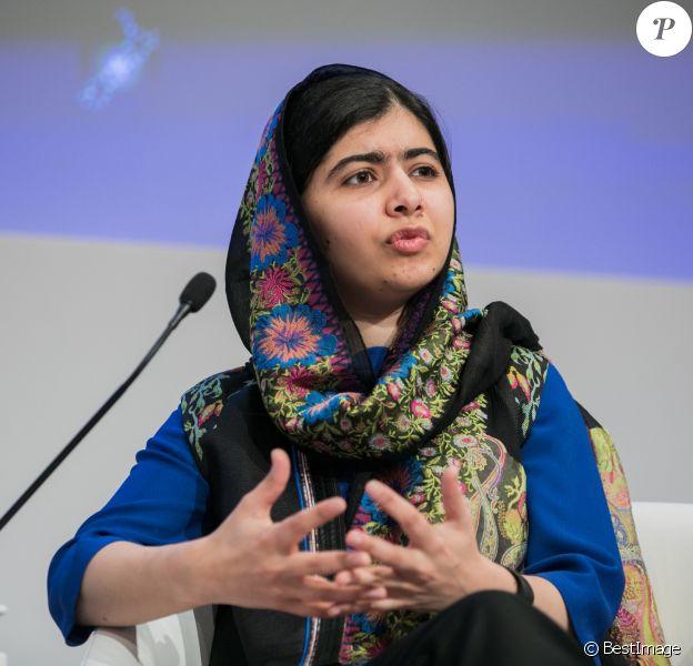 """Malala Yousafzai, militante pakistanaise des droits des femmes s'exprime lors de la session """"Un aperçu, une idée avec Malala Yousafzai"""" lors de la réunion annuelle 2018 du Forum économique mondial de Davos le 25 janvier 2018."""