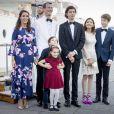La princesse Marie, le prince Joachim de Danemark, le prince Henrik, la princesse Athena, le prince Nikolai, la comtesse Alexandra de Frederiksborg et le prince Felix le 28 août 2017 à Copenhague pour le dîner du 18e anniversaire du prince Nikolai.
