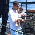Exclusif - Kourtney Kardashian profite de jolies vacances au soleil en compagnie de ses enfants et de son compagnon Younes Bendjima sur un yacht au large dePortofinoen Italie. La petite famille et les amis se sont arrêtés manger au restaurant Giorgio en bord de mer. Le 30 juin 2018