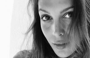Iris Mittenaere divine sans maquillage : Avec son chéri en Grèce, elle rayonne !