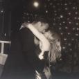 Kylie Minogue dans les bras de son compagnon (fiancé ) Paul Solomons pour son anniversaire à Londres, le 28 mai 2018.