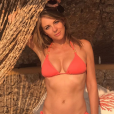 Elizabeth Hurley en vacances. Août 2017.