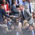 Thierry Henry et sa compagne enceinte Andrea Rajacic avec Boris Becker lors des demi-finales hommes du tournoi de Wimbledon au All England Lawn Tennis and Croquet Club, à Londres le 10 juillet 2015